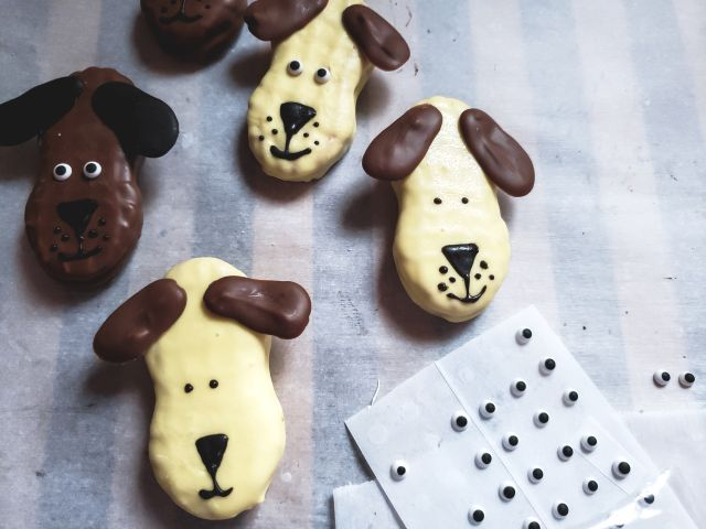 how to decorate dog cookies